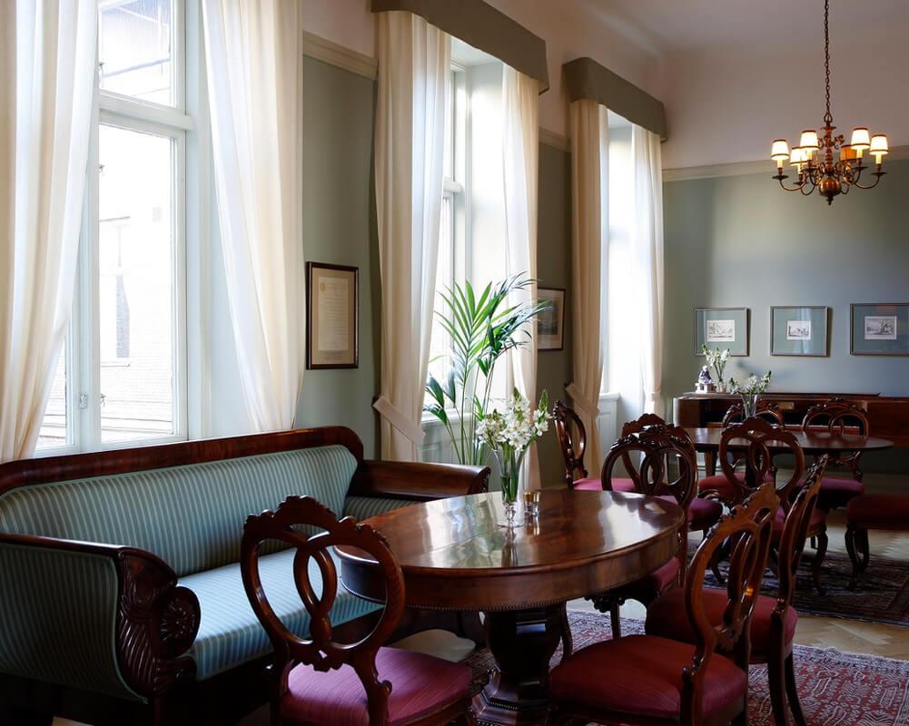 Matsalar och salonger   umgÅs i historisk och charmfull miljÖ